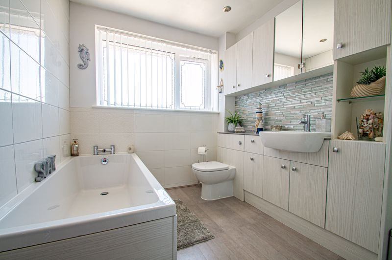 3 bed house for sale in Pinewood Drive  - Property Image 10