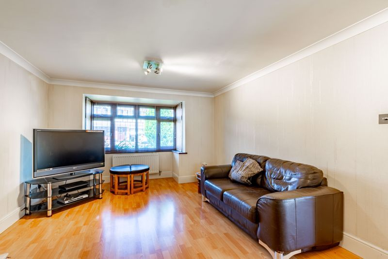 4 bed house for sale in Gratham Close  - Property Image 2