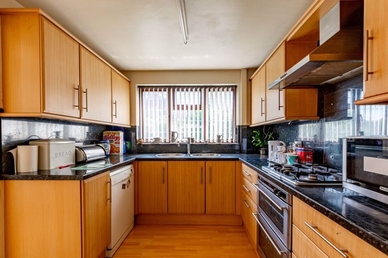 4 bed house for sale in Gratham Close  - Property Image 4