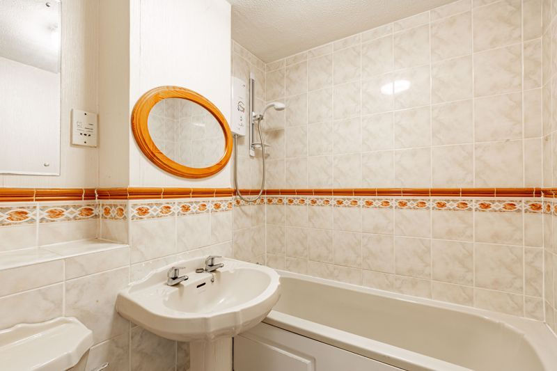 4 bed house for sale in Gratham Close  - Property Image 10