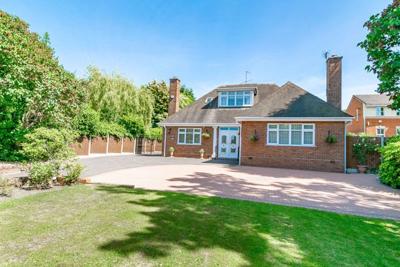 3 bed bungalow for sale in Drews Holloway 1