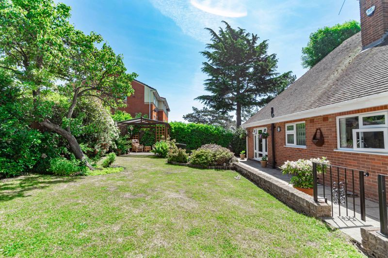 3 bed bungalow for sale in Drews Holloway 15