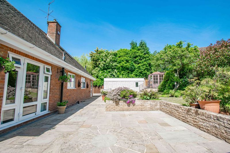 3 bed bungalow for sale in Drews Holloway 16