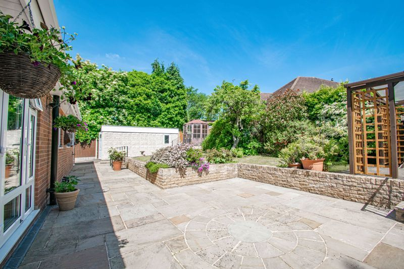 3 bed bungalow for sale in Drews Holloway 17