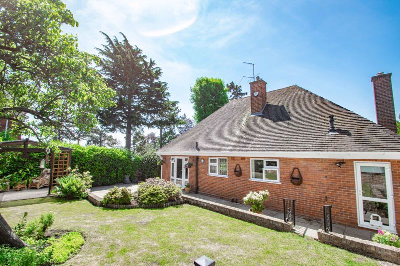 3 bed bungalow for sale in Drews Holloway 18