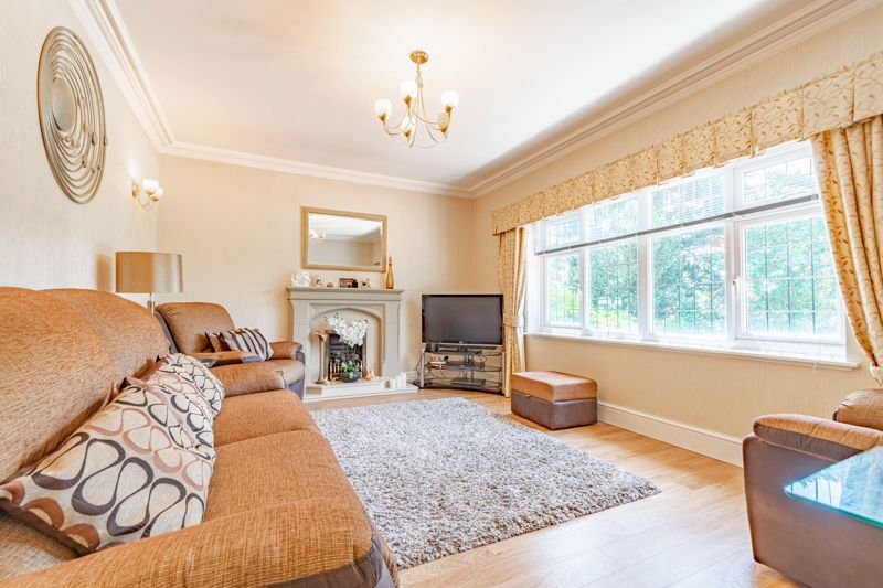 3 bed bungalow for sale in Drews Holloway 3
