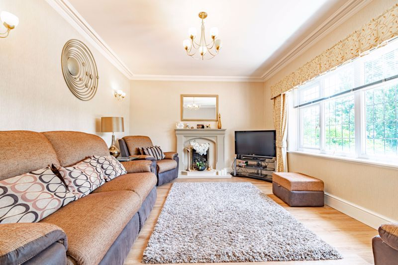 3 bed bungalow for sale in Drews Holloway 4