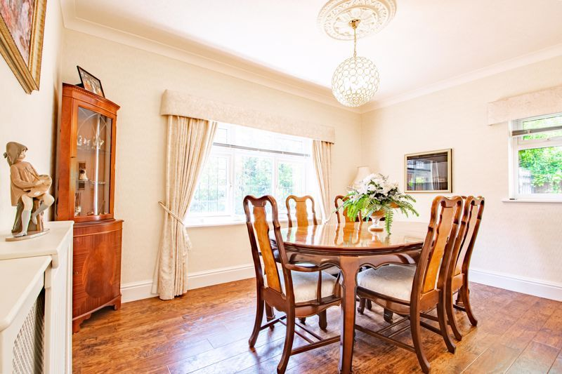 3 bed bungalow for sale in Drews Holloway 5