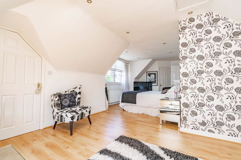 3 bed bungalow for sale in Drews Holloway 10
