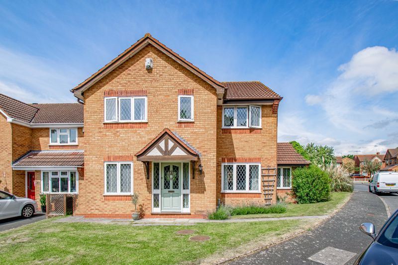 4 bed house for sale in Cirencester Close 1