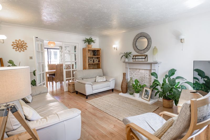 4 bed house for sale in Cirencester Close 2