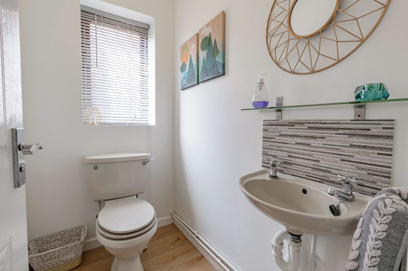 4 bed house for sale in Cirencester Close 12