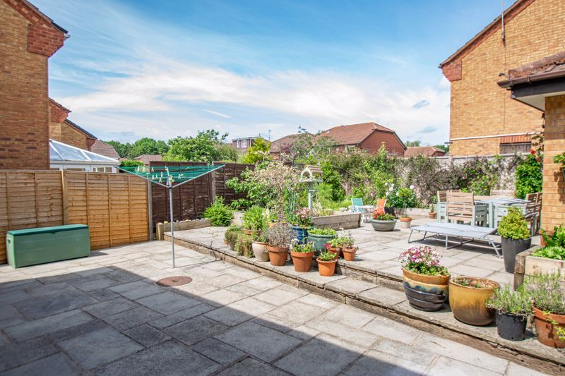 4 bed house for sale in Cirencester Close 13