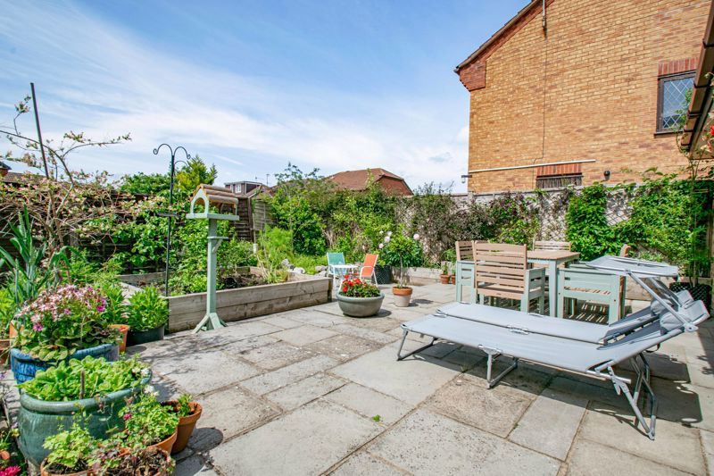 4 bed house for sale in Cirencester Close 16