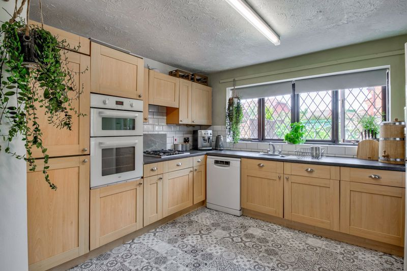4 bed house for sale in Cirencester Close  - Property Image 17