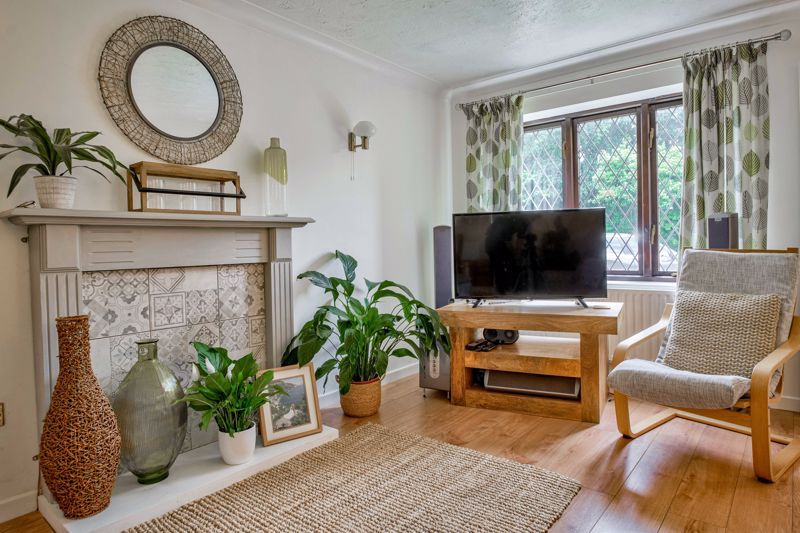4 bed house for sale in Cirencester Close  - Property Image 3