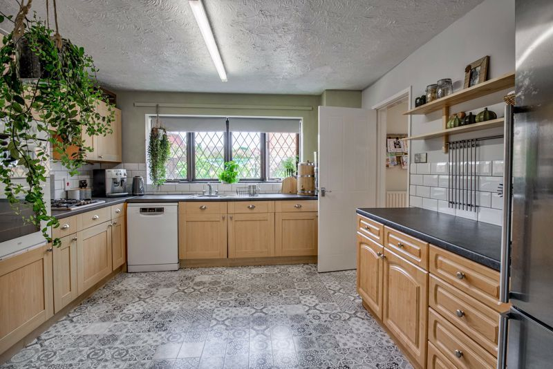 4 bed house for sale in Cirencester Close  - Property Image 4