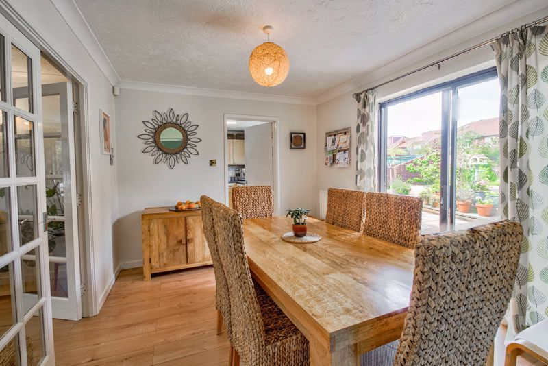 4 bed house for sale in Cirencester Close  - Property Image 5