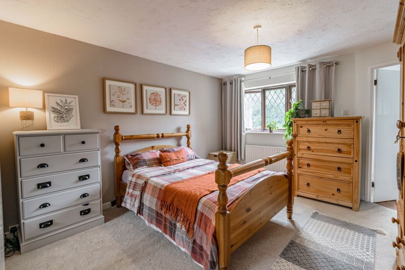 4 bed house for sale in Cirencester Close  - Property Image 6