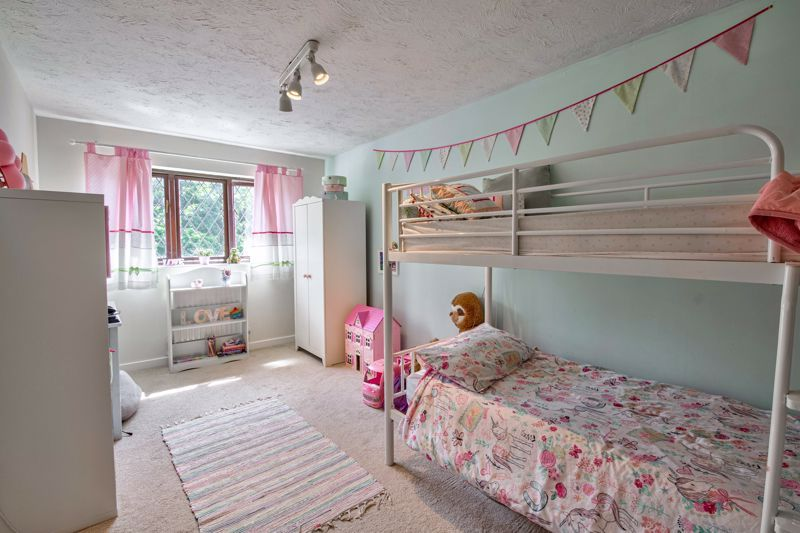 4 bed house for sale in Cirencester Close 7