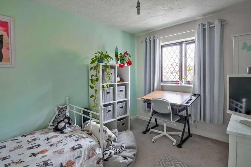 4 bed house for sale in Cirencester Close  - Property Image 8