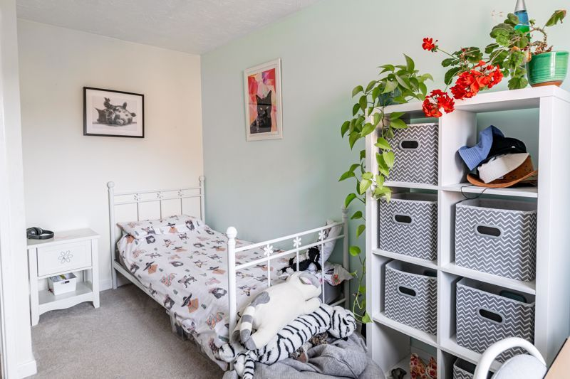 4 bed house for sale in Cirencester Close 9