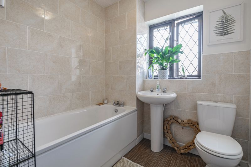 4 bed house for sale in Cirencester Close  - Property Image 10