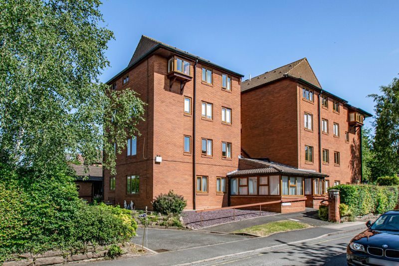 2 bed flat for sale in The Crescent 1