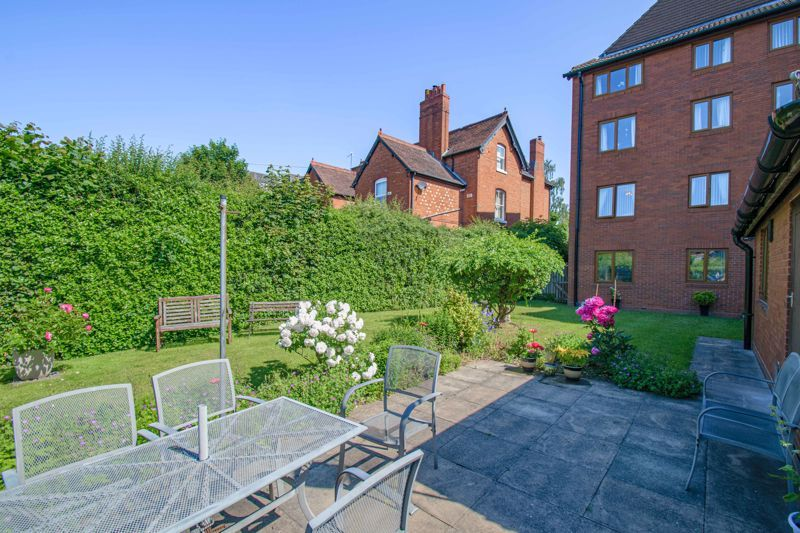 2 bed flat for sale in The Crescent  - Property Image 13