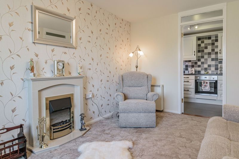 2 bed flat for sale in The Crescent 3
