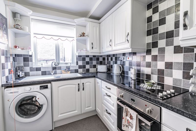 2 bed flat for sale in The Crescent 4