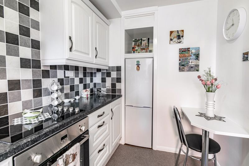 2 bed flat for sale in The Crescent 5