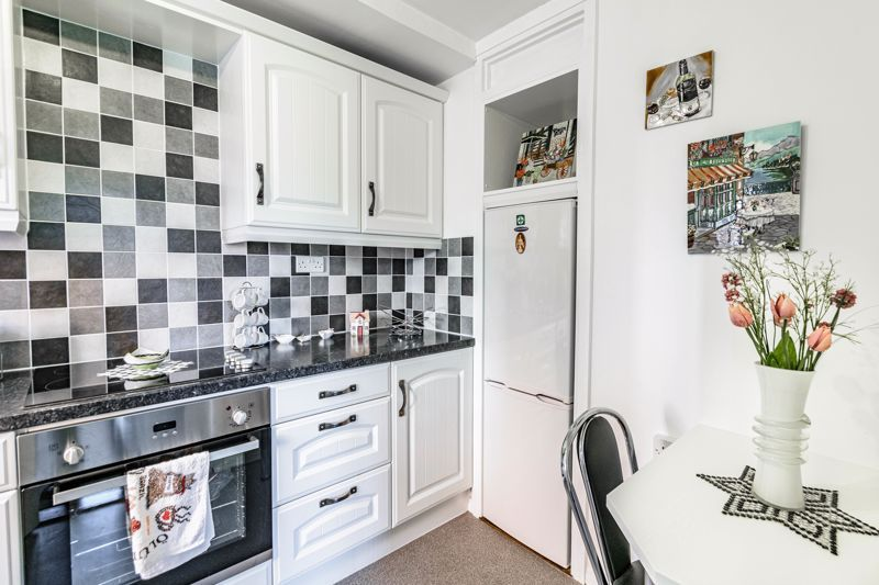 2 bed flat for sale in The Crescent 6