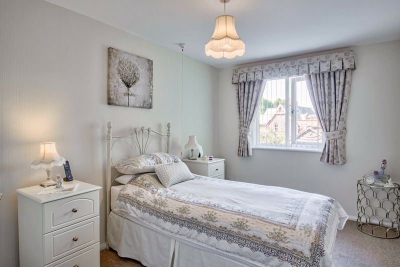 2 bed flat for sale in The Crescent 8
