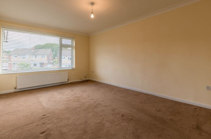 2 bed flat for sale in Bowes Road 2