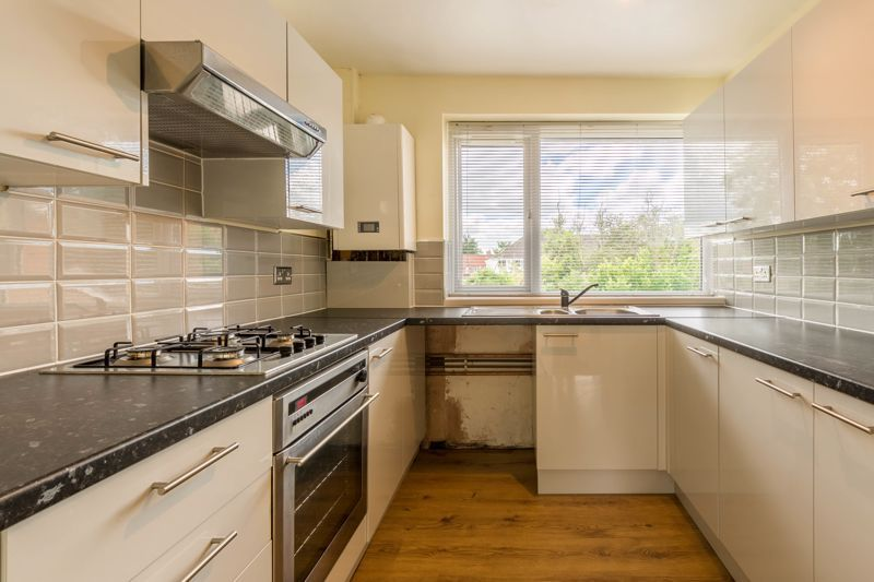 2 bed flat for sale in Bowes Road  - Property Image 4
