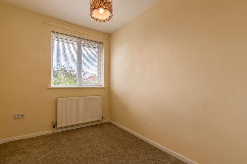 2 bed flat for sale in Bowes Road 7