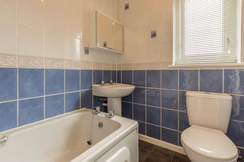 2 bed flat for sale in Bowes Road  - Property Image 10