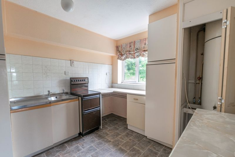1 bed flat for sale in Lea Croft Road 2