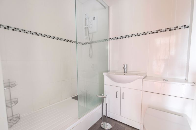 1 bed flat for sale in Lea Croft Road 7
