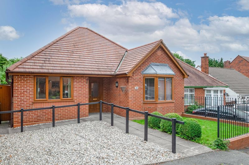 2 bed bungalow for sale in Beecher Street  - Property Image 1