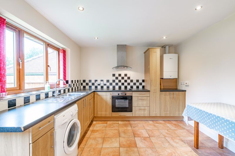 2 bed bungalow for sale in Beecher Street  - Property Image 4
