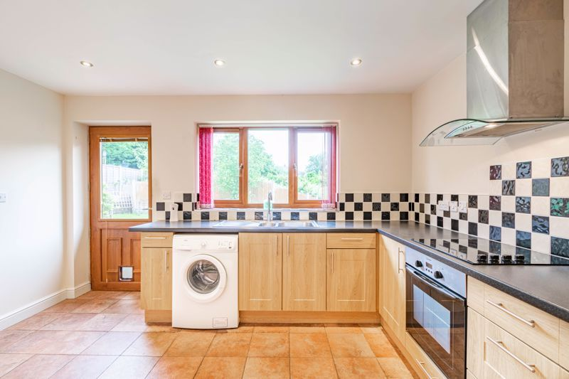 2 bed bungalow for sale in Beecher Street  - Property Image 6