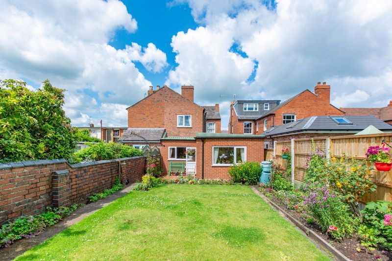 4 bed house for sale in Clifton Street 13