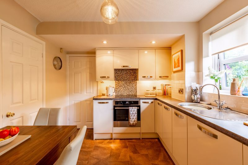 4 bed house for sale in Woburn Drive 2