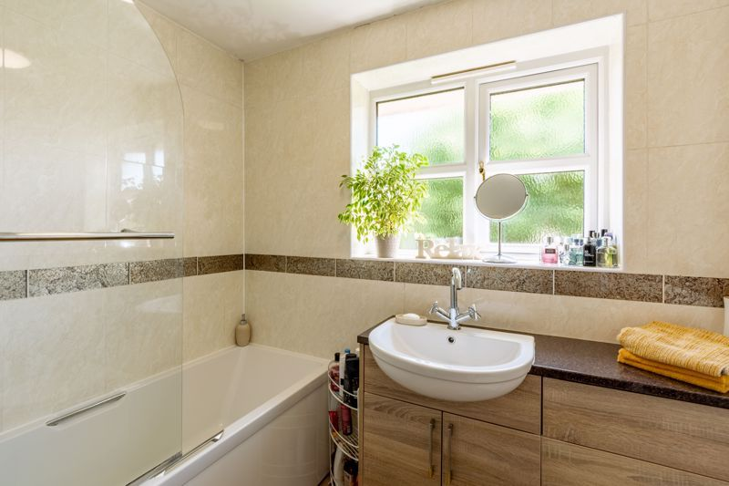 4 bed house for sale in Woburn Drive 11