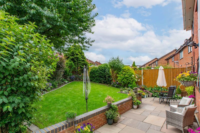 4 bed house for sale in Woburn Drive 12