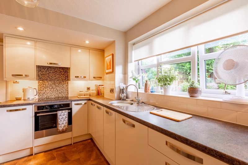 4 bed house for sale in Woburn Drive 3