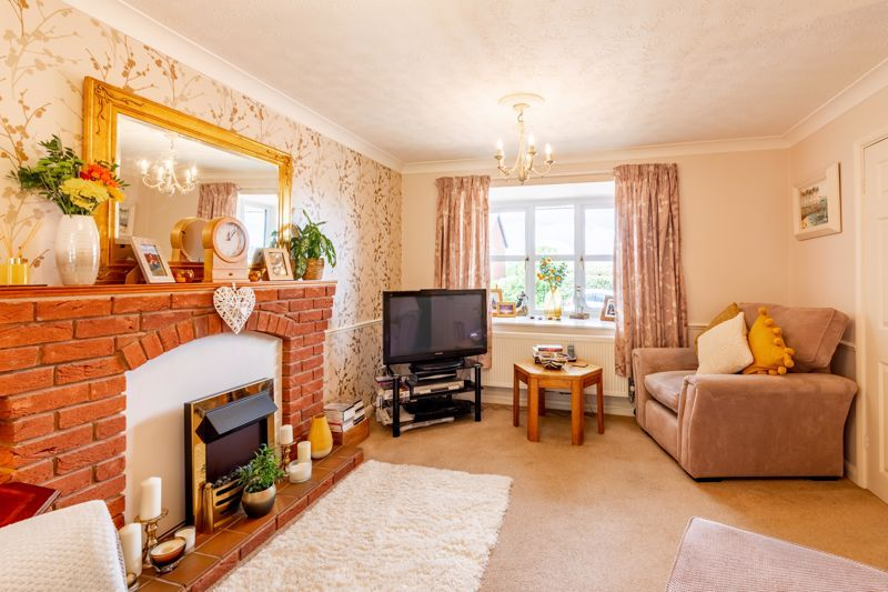 4 bed house for sale in Woburn Drive 4