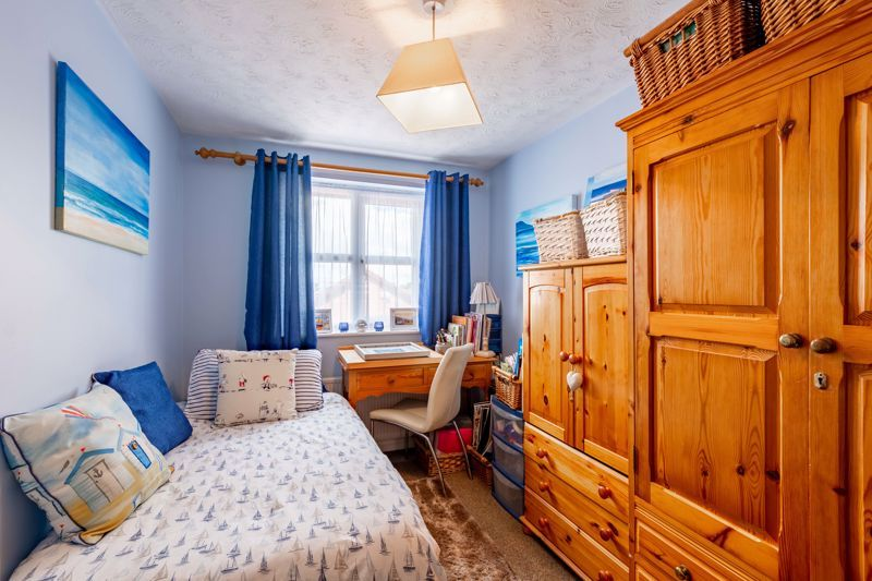 4 bed house for sale in Woburn Drive 9